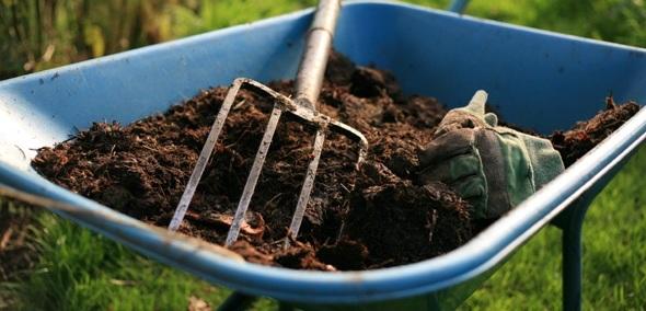 удобрение почвы навозом